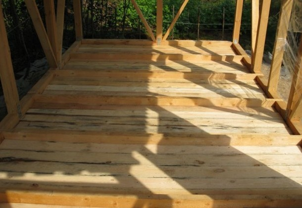 Пол деревянной бытовки