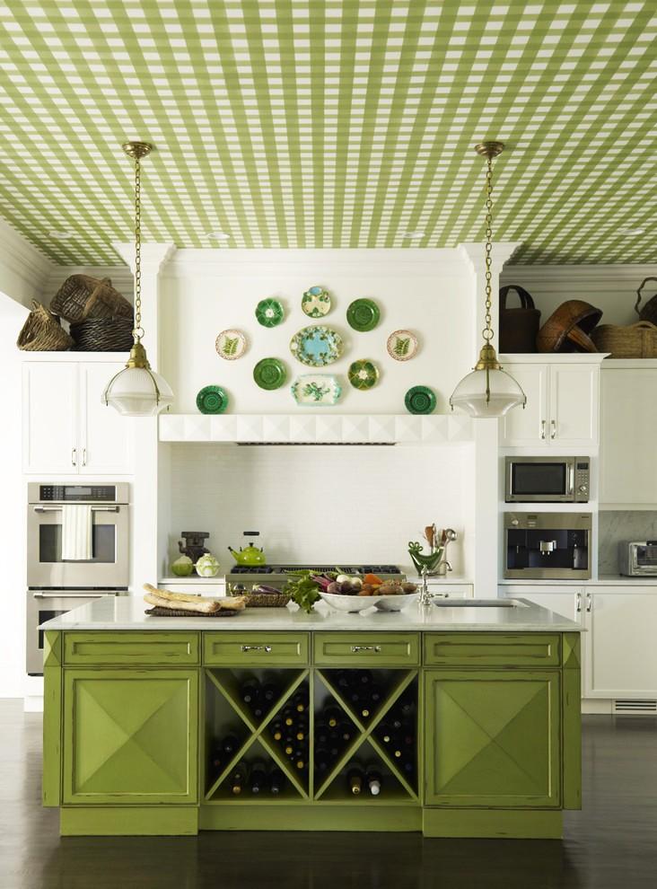 Оформление потолка на кухне обоями фото.